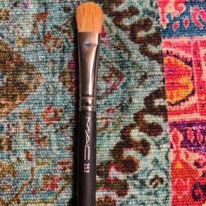Mac 252 eyeshadow brush